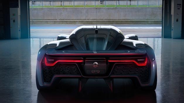 Die Höchstgeschwindigkeit liegt nach Herstelleraussagen bei 313 km/h. Als Reichweite wird 427 km angegeben.