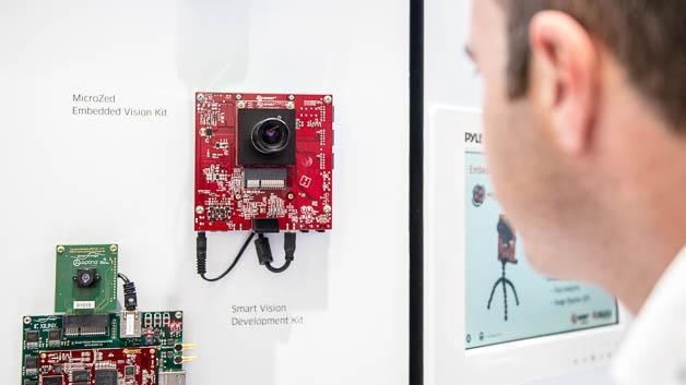 Mit Visible Things hat der Distributor Avnet Silica die Komponenten verschiedener Hersteller zusammengetragen, damit Entwickler auf eine geprüfte und getestete Sensor- bzw. Verbindungs-Hardware zurückgreifen können. Mit ARM-Mikrocontrollern, WiFi-, 3G-, BLE- und Sigfox-Kommunikationsmodulen sowie einem Betriebssystem, das besonders die Sicherheitsanforderungen berücksichtigt, lassen sich verschiende Bausteine wie Sensoren, Gateways und Cloud-Dienste schnell zu einer Internet-of-Things-Anwendung zusammenfügen.