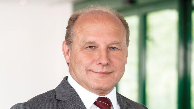 Wolfgang Schrüfer, Cherry
