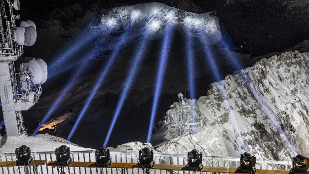 Die Zugspitze erstrahlt im LED-Licht von Osram.