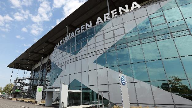 Die Volkswagen Arena in Wolfsburg ist das erste Fußballstadion in der höchsten deutschen Spielklasse, dessen Flutlichtbeleuchtung vollständig auf LED-Technik von Philips Lighting umgerüstet wird.