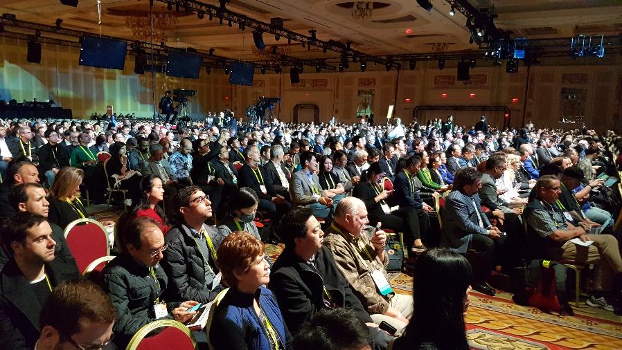 Das Auditorium im Palazzo Ballsaal des Venetien Hotel wartet gespannt auf den Vortrag von Richard Yu, CEO der Consumer Business Group bei Huawei.