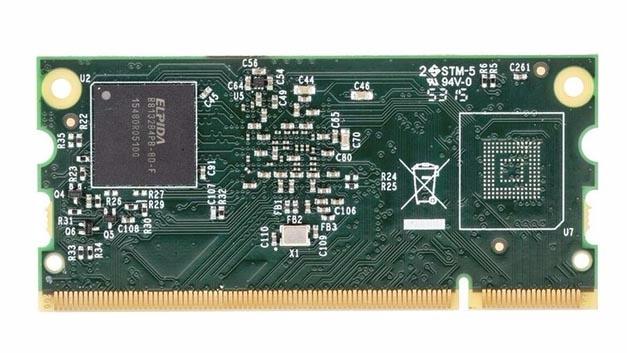 Das Raspberry Pi 3 Compute Module lite wird ohne Flash-Speicher ausgeliefert, wie man am unbestückten Platz des Flash-Moduls sieht.