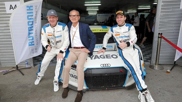 Zufriedene Gesichter nach dem Rennen: Thomas Rudel (Rutronik), Pierre Chen (Yageo) und Fabian Plentz (HCB-Rutronik Racing)