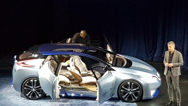 Der Nissan-Showcar hört aufs Wort: In einer Demo wurde der persönliche Assistent »Cortana« vorgeführt, ein sprachgesteuertes System  von Microsoft.