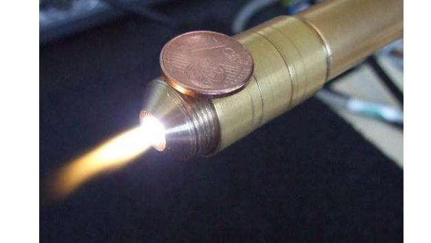 2010 hat die FH Aachen den ersten Mikroplasmastrahl entwickelt, der mit einer Transistorschaltung bei 100 W angetrieben wird.
