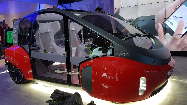 Die Fahrzeugstudie Rinspeed Oasis wurde auf der CES 2017 erstmals der Öffentlichkeit präsentiert.