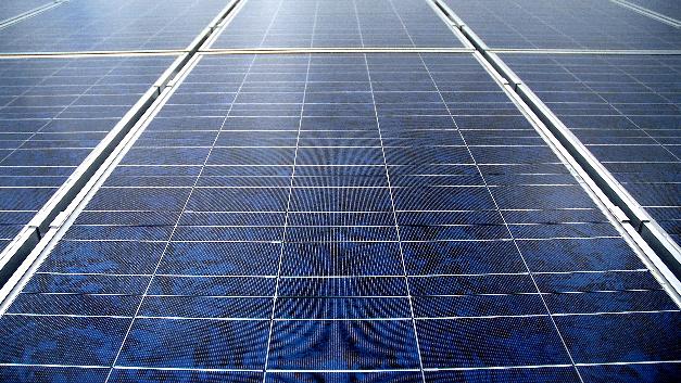 2016 wurden weltweit Solarstromanlagen mit einer Nennleistung von rund 70 GW installiert.