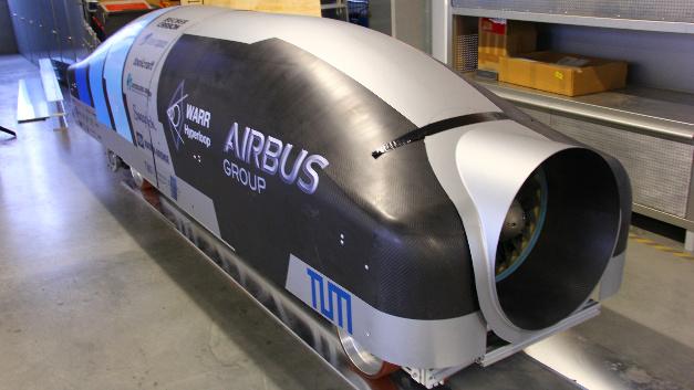 … die Kabinenkapsel, in der Passagiere durch die Röhre transportiert werden sollen. Die WARR-Studierendengruppe der TUM ist eines der 30 Teams, die ihren Prototyp bauen durften.