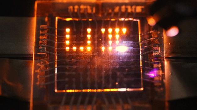 Display-Prototyp für ein elektrisches Whiteboard, das über einen Laserpointer »beschriftet« wird.