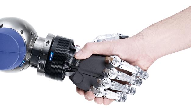 ...zeigt Schunk auf der Hannover Messe. Mit der SVH Fünf-Fingerhand hat das Unternehmen den weltweit ersten Robotergreifer entwickelt, der von der Deutschen Gesetzlichen Unfallversicherung (DGUV) für den Einsatz in Mensch-Roboter-Kollaborationen zertifiziert wurde.