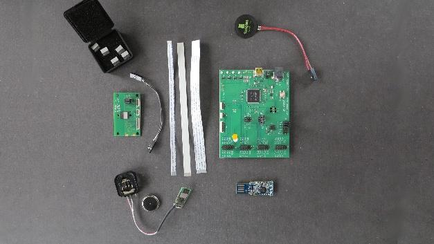 Das Development Kit besteht aus dem zentralen Segger-Interfaceboard und allerhand ISP1507-Peripherie-Modulen.