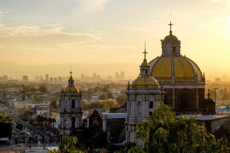 Nicht ohne Grund investieren viele Unternehmen in Mexiko. Das Land bildet viele Ingenieure aus und landet laut UN auf Platz 8. 113.994 Absolventen waren es 2015.