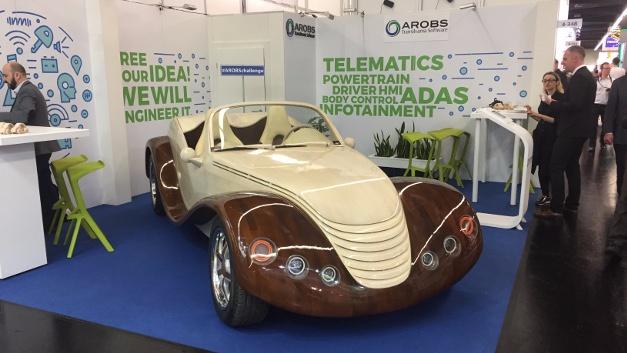 Sportwagen mit Holzkarosserie am Stand von Arobs Transilvania Software in Halle4, Stand344.