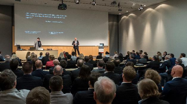 """Der 11. MEDIA SUMMIT zum Thema """"Hilfe, mein Kunde ist ein Neandertaler. – Märkte ändern sich, Menschen nicht!"""" auf der embedded world in Nürnberg war auch dieses Jahr bis zum letzten Platz gefüllt."""