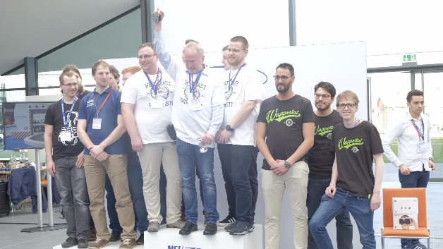 Der Gewinner des ersten Innovation Award der Renesas MCU Car Rally 2017 ist das Team Omega derf Fachhochschule Westküste. Der zweite Preis des Innovation Award ging an das Home1-Team der Hochschule Merseburg. Beeindruckt zeigte sich die dreiköpfige Jury auch vom Fuzzy-Car des Teams »LART 1« der Bergischen Universität Wuppertal, das den dritten Platz belegte.