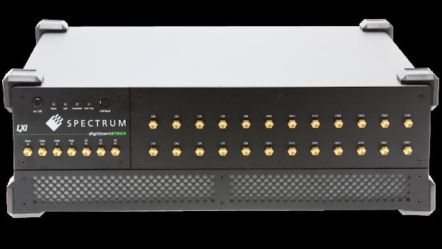 Die neue LXI-Digitizer-Serie DN6.22x von Spectrum erweitert die digitizerNETBOX Serie durch acht Modelle mit einer hohen Kanalzahl, schneller Abtastrate und einer hohen Bandbreite. Das Einstiegsmodell DN6.221 ist mit 12, 16, 20 oder 24 Kanälen verfügbar. Jeder Kanal kann dabei mit einer Abtastrate von bis zu 1,25 GSa/s betrieben werden. Das Spitzenmodell der Serie erhöht die Performance auf 5 GSa/s bei 6-kanaligem Betrieb oder 2,5 GSa/s bei 12-kanaligem Betrieb. Jeder Kanal der DN6.22x Serie ist mit einem eigenen A/D-Umsetzer (ADC), großem Aufzeichnungsspeicher von 1 GSa pro Kanal und einer unabhängigen Signalkonditionierung ausgestattet. Alle A/D-Umsetzer werden synchron getaktet und ermöglichen über den konstanten Phasenbezug Timing-Messungen zwischen den Kanälen mit der bestmöglichen Genauigkeit. Eingangsverstärker erlauben es, die Signale zu skalieren, um den Dynamikbereich der 8 bit A/D-Umsetzer komplett auszunutzen. Die programmierbaren Eingangsbereiche gehen von ±200 mV bis ±2.5 V bei 50 Ω Terminierung. Optional kann der Digitizer mit Eingangsbereichen zwischen ±40 mV und ±500 mV ausgestattet werden. Dazu kommen eine schaltbare AC/DC Kopplung sowie ein programmierbarer Eingangsoffset.