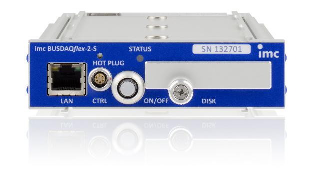 Imc: Mit imc BUSDAQflex bietet die imc Meßsysteme GmbH einen neuen Multibuslogger, der alle relevanten Fahrzeug- und Maschinenbusse direkt erfassen kann. Vernetzungsmöglichkeiten über WLAN/UMTS erlauben eine drahtlose Anbindung: ob zu einem Tablet oder in die Cloud. Zusätzlich lässt sich das System per Klick um analoge Eingänge der Messmodulfamilie imc CANSASflex erweitern. Es kann so analoge Sensorsignale synchron mitaufzeichnen. Eine optionale Echtzeitplattform erlaubt Berechnungen und Online-Analysen direkt im System. Die Anwendungsgebiete reichen von der Überwachung einer entfernten Industrieanlage über Tests an mobilen Maschinen bis hin zu Flottenversuchen an Prototypenfahrzeugen mit direkter Cloud-Anbindung. In der Standard-Basisausstattung verfügt imc BUSDAQflex über zwei CAN-Knoten. Dies lässt sich je nach gewählter Gehäusegröße auf bis zu 12 Knoten für unterschiedliche Feld- und Fahrzeugbusse erweitern. Zusätzlich zum CAN-Interface lassen sich die Geräte mit Schnittstellen zu LIN, FlexRay, ARINC, MVB, EtherCAT, XCPoE oder CAN FD individuell ausstatten. Neben der Aufzeichnung von Rohdatenströmen und Protokollkanälen wird auch die Live-Dekodierung individueller Kanäle sowie komplexer Protokolle wie CCP, KWP2000, XCP, OBD2, UDS, DiagOnCan, TP2.0, GMLAN unterstützt. Zusätzlich bietet der Datenlogger die Option über das programmierbare Interface APPMOD mit Ethernet- oder RS232-Schnittstelle beliebige weitere Protokolle und Busse anzubinden. Alle imc BUSDAQflex-Geräte arbeiten autark und ohne PC und sind für den erweiterten Temperaturbereich von -40 bis +85°C spezifiziert, was sie für mobilen Einsatz prädestiniert. Sie haben eine sehr geringe Leistungsaufnahme und sichern dank integrierter USV auch bei Versorgungsausfällen vollständige Datenintegrität.