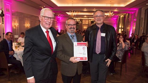 von links nach rechts: Herbert Endres, Andreas Vogt (beide Molex), EK-Redakteur Alfred Goldbacher