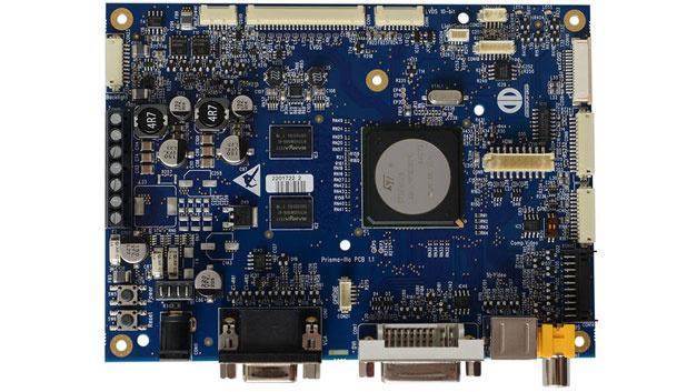 Displays im industriellen Sektor müssen über einen weiten Temperaturbereich betrieben werden können. Diese Anforderung gilt gleichermaßen für die TFT-Controller. Der Arbeitstemperaturbereich von Distecs Prisma-IIIE ist auf -35 °C bis +80 °C spezifiziert. Über die VGA- und die DVI-Schnittstelle des Controller-Boards lassen sich LCD-TFTs mit Auflösungen bis WUXGA ansteuern. Konfiguriert wird es über die Software MarsRover, über die sich das LVDS-Timing oder die Ansteuerung der LED-Hinterleuchtung des Displays anpassen lassen.
