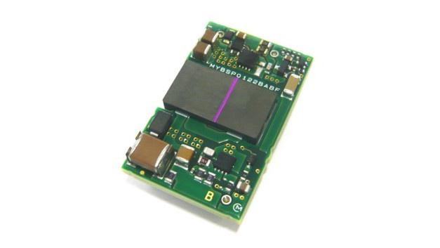 Murata hat die aus miniaturisierten, oberflächenmontierbaren und isolierten Gleichspannungswandlern bestehenden Serie MYBSP vorgestellt, die für PoE-Anwendungen (Power over Ethernet) vorgesehen ist. Die geregelten Bauelemente eignen sich als Leistungswandler für eine breite Palette von Netzwerk-Geräten wie etwa Wireless Access Points, Überwachungskameras und IP-Telefone.  Die Gleichspannungswandler der MYBSP-Serie enthalten Hardwareklassifizierungs-Funktionen gemäß dem PoE-Kommunikationsstandard IEEE802.3at. Sie sind mit einem Übertrager in Sheet-Bauweise ausgestattet, der kleine Abmessungen mit einer Isolationsspannung von bis zu 2500 V verbindet. Die Serie besteht derzeit aus zwei Modellen: dem MYBSP0122BABF für 12 V und 2,125 A und dem MYBSP0055AABF, der 5 V bei 5,1 A Ausgangsstrom bereitstellt. Beide Versionen eignen sich für Eingangsspannungen zwischen 42,5 V und 57 V.  Die oberflächenmontierten, zylindrischen Anschlüsse erlauben eine einfache Befestigung durch Reflow-Lötung. Das macht Bohrungen in der Leiterplatte des Kunden überflüssig. Die Gesamtabmessungen der Module betragen 22,4 × 35,5 × 10,55 mm³.  Halle 6, Stand 424