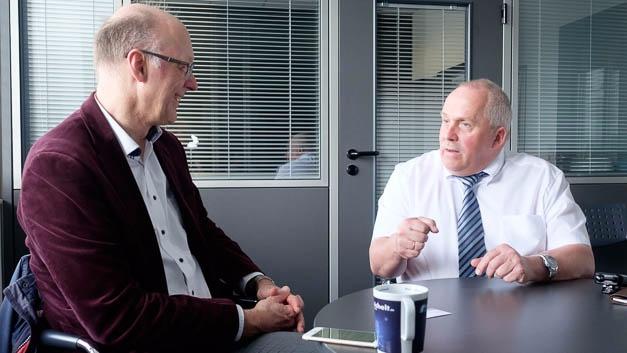 Joachim Kroll, Elektronik, im Gespräch mit Ulf Timmermann, Geschäftsführer von Reichelt Elektronik.