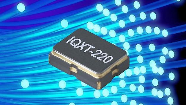 IQDs jüngster, spannungsgesteuerter temperaturkompensierter Quarzoszillator (VCTCXO) bietet Frequenzstabilitätswerte von ±0,28 ppm über den vollen industriellen Temperaturbereich von -40 bis +85 °C in einem Gehäuse mit Abmessungen von 3,2 x 2,5 mm. In der Standardausführung enthält der neue IQXT-220 eine Spannungsregelung (Frequenzeinstellung als Option), was zu einer On-Board-Frequenzabstimmung zwischen ±10 ppm und ±15 ppm führt. Diese Abstimmung reicht aus, um die Auswirkungen von Reflow-Lötprozessen während der Fertigung zu unterbinden; plus einer Zugabe zum Verriegeln mit einer PLL sowie außerdem einer Alterungskalibrierung für viele Jahre.