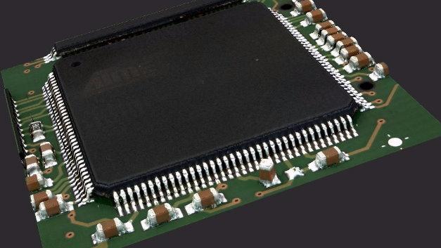 Zu den Schwerpunkten auf dem Stand von Viscom (Halle 4A, Stand 122) zählen Lösungen zur Lötstellenvermessung mittels 3D-AOI. Dies ist auch zentraler Bestandteil der Frühjahrs-Releases der Software-Pakete vVision und SI. Sie unterstützen Anwender beim Erstellen von 3D-AOI-Prüfprogrammen und sichern so eine hohe Effizienz. Zusammen mit dem schnellen Kameramodul XMplus stehen dem Anwender einfach zu interpretierende 3D-Messergebnisse mit Höhen- und Positionswerten zur Verfügung. Für die Beurteilung einer Lötstelle werden mehrere Höhenprofile am Lotmeniskus mit einer Auflösung von 10 µm vermessen. Die seitlich geneigten Kameras des XMplus sorgen für Rundumsicht aus allen acht Richtungen auf Bauteile und deren Lötstellen. Die gemessenen Profile einer Lötstelle werden mittels mathematischer Verfahren ausgewertet und in einem leicht zu interpretierenden Gesamtergebnis präsentiert.