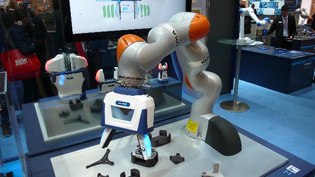 Mit dem »Co-act JL1« lassen sich diverse kollaborative Roboter ausstatten, …