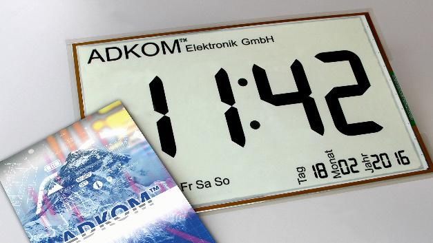 540 x 380 mm groß ist das energieeffiziente Segment-E-Paper-Display.
