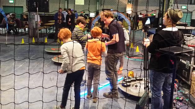 Die Quadrocopter-Zone. Hier konnte man Drohnen fliegen lassen. Das war vor allem bei Kindern beliebt.
