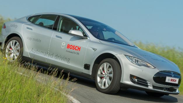 Testfahrzeug für autonomes Fahren von Bosch.