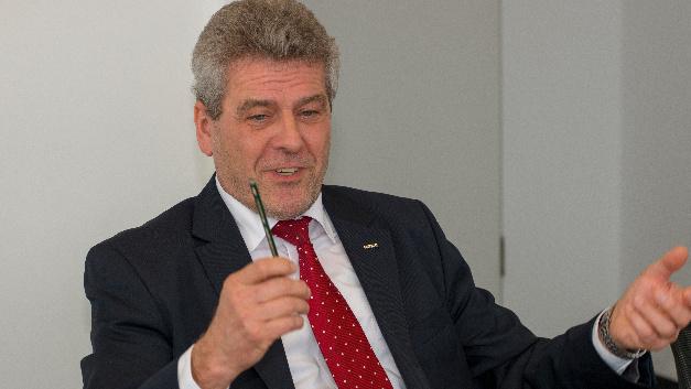 Jürgen Schönauer, Omron: »Ein moderner Heizungsregler braucht zwischen 10 und 20 Relais, denn Räume müssen heute einzeln gesteuert werden können.«