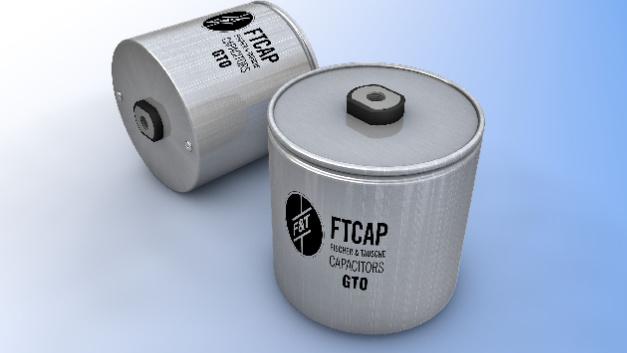 FTCAP hat einen Kondensator mit spezieller Aluminiumverkapselung konstruiert, die im Vergleich zu herkömmlichen Ummantelungen eine deutliche Verbesserung des Feuchtigkeitsschutzes bewirkt. Die Angriffsfläche der Feuchtigkeit beschränkt sich deshalb außerhalb des Kondensators auf die benötigten Isolierungen. Diese werden bei der axialen Bauform noch zusätzlich als Verdrehsicherung ausgeführt, um die Beanspruchung durch Drehmomente des sensiblen Übergangs vom Terminal zur Kondensatorfolie zu minimieren.