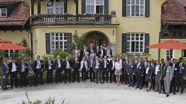 """Am Nachmittag vor der Preisverleihung fanden drei Forumsrunden zu dem Themen """"Distribution und Supply Chain"""", """"Halbleiter in Europa"""" und """"Kollaborative Robotik"""" statt."""