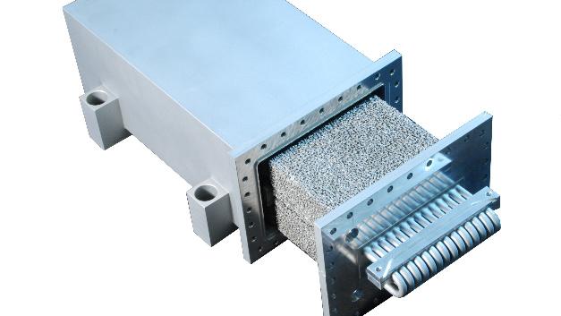 Das im italienischen Entwicklungszentrum von Aavid Thermalloy in Zusammenarbeit mit der Europäischen Weltraumorganisation entwickelte pulsierende Heatpipe-System REXUS wurde vom Esrange Space Center im nordschwedischen Kiruna gestartet. Es handelt sich um einen von zwei Prototypen, die für das INWIP-Projekt (Innovative Wickless Heat Pipe Systems) entwickelt wurden, um das Verhalten eines pulsierenden Heatpipe-Systems unter Mikrogravitationsbedingungen zu erforschen. REXUS besteht aus einem bogenförmigen, von Metallschaum umgebenen Aluminiumrohr in einem mit Paraffinwachs gefüllten Metallgehäuse. Die durch Dampfkugeln transportierte Hitze strömt in den Metallschaum und bringt das Paraffinwachs zum Schmelzen. Es wurden Tests durchgeführt, bei denen eine mit dem System ausgestattete REXUS-22-Rakete eine parabelförmige Flugbahn bis zu einer Höhe von 90 km verfolgte.