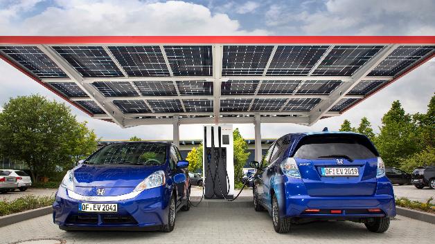 Photovoltaik-Carport von Honda mit bis zu 940 V-Ladesäule