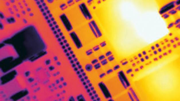 Ein minimaler Messpunkt von 170 Mikrometern erlaubt auch die thermische Erfassung von kleinen Komponenten auf einer Leiterplatte.