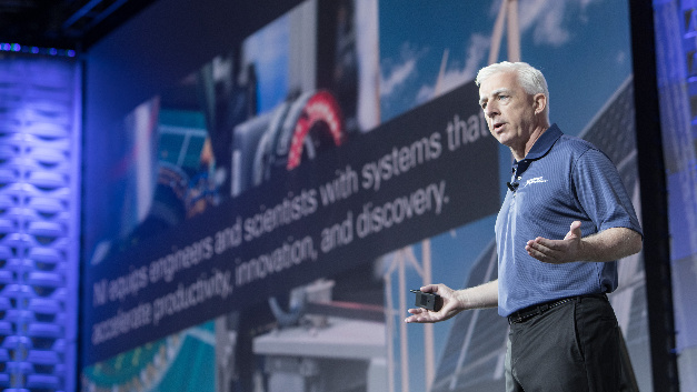 Bild 2. Es war seine erste NIWeek als CEO von National Instruments: Alex Davern auf der Keynote-Bühne.