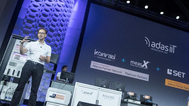 Auch Alliance Partner wie hier SET und Konrad konnten sich auf den Keynotes  präsentieren.