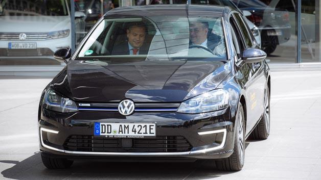 Platz 8 für den e-Golf. Hier fährt Dresdens Oberbürgermeister Dirk Hilbert das 100 kW/136 PS-starke E-Fahrzeug.