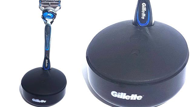 Der Runde Halter des Rasierapparates enthält den IoT-Taster, mit dem per Knopfdruck und einer GSM-Mobilfunk-Verbindung Rasierklingen nachbestellt werden können.