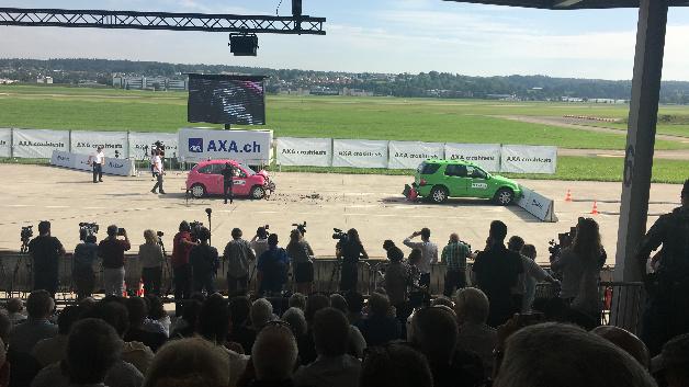 Crash 1 – das »autonome« Fahrzeug ist auf das stehende Auto aufgefahren.