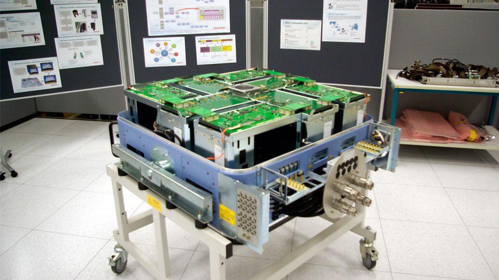 Die größte Variante nennt sich L-Klasse. Sie bietet Platz für bis zu 64 Module, wie bei diesem geöffneten Testkopf erkennbar ist.