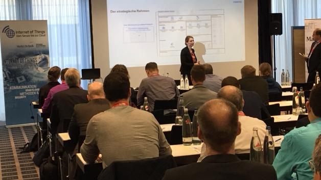 Frau Dr. Cynthia Klett von Festo erklärte in ihrer Keynote am Beispiel Festo, wie ein Unternehmen die Digitalisierung gewinnbringend nutzen kann.