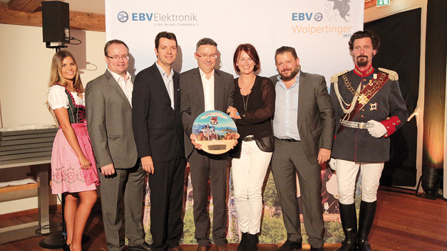 "Den Sieg in der Kategorie ""Social Media"" holte sich  STMicroelectronics für die Kampagne zur STM32-Family. V.l.n.r.: Sophia Tonne (Communications, EBV), Frank Wolinski  (Director Distribution Network and Demand Creation, ST),  Loic Toubin (Corporate Account Manager, ST), Jean-Marc Broudic (MDG Technical Marketing Manager, ST), Birgit Ziegler  (Account Manager, EBV), Markus Kirschner (VP Procurement, EBV)"