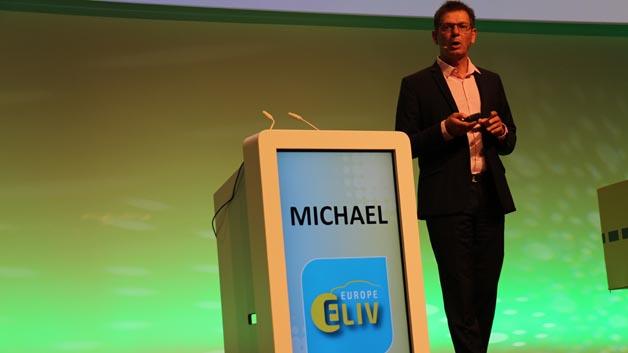 Uwe Michael, Leiter Elektronik Entwicklung bei Porsche, eröffnete die Veranstaltung.