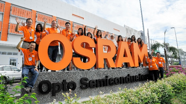 Osram-Mitarbeiter vor ihrem neuen Arbeitsplatz, der LED-Chipfabrik in Kulim. Osram
