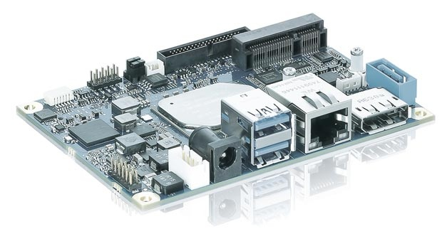 """Kontron hat die Atom-Prozessorgeneration """"Apollo Lake"""" auf einem PicoITX-Boardformat integriert. Dieses pITX-APL-Board misst nur 100 x 72 mm2. Mit dem zusätzlich integrierten SIM-Kartenschacht ist das Board für intelligente, dezentralisierte IoT-Anwendungen geeignet. Außerdem ist ein TPM-2.0-Chip mit dabei, der Anwendungen und Lizenzen vor Manipulation und Reengineering schützt. Das Board zeichnet sich durch die Langzeitverfügbarkeit aller Komponenten aus."""