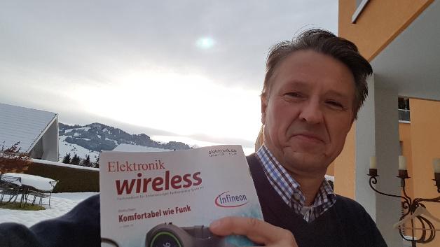 Helmut Adamski, CEO der IP500-Alliance, hatte am 18./19. November 2017 die Elektronik wireless dabei, als er – wie jedes Wochenende – zwischen seinem Büro in Berlin und seiner Familie in Einsiedeln, in der Schweiz pendelte. Er liebt den Panoramablick von seiner Terrasse auf 950 m auf die Schweizer Alpen, im Hintergrund das Hoch-Ybrig-Gebirge mit dem 2300 m hohen Druesberg.